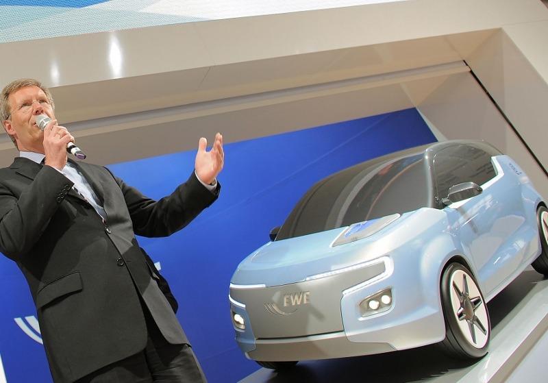 EWE-German-Utility_Electric-Car-Concept_E3_Launch_President-Wulff_originalcEWE-800x559.jpg